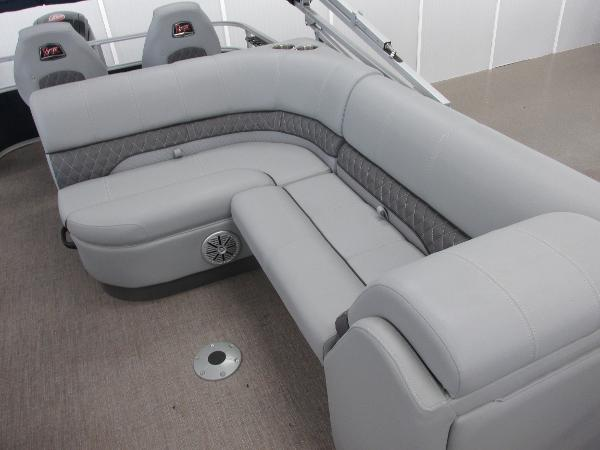 2021 Ranger Boats boat for sale, model of the boat is 220FC Fish & Cruise & Image # 13 of 23