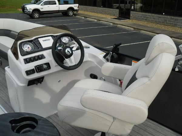2021 Godfrey Pontoon boat for sale, model of the boat is SW 2286 SFL GTP 27 in. & Image # 13 of 30