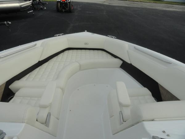 2018 Cobalt boat for sale, model of the boat is R5 & Image # 13 of 26
