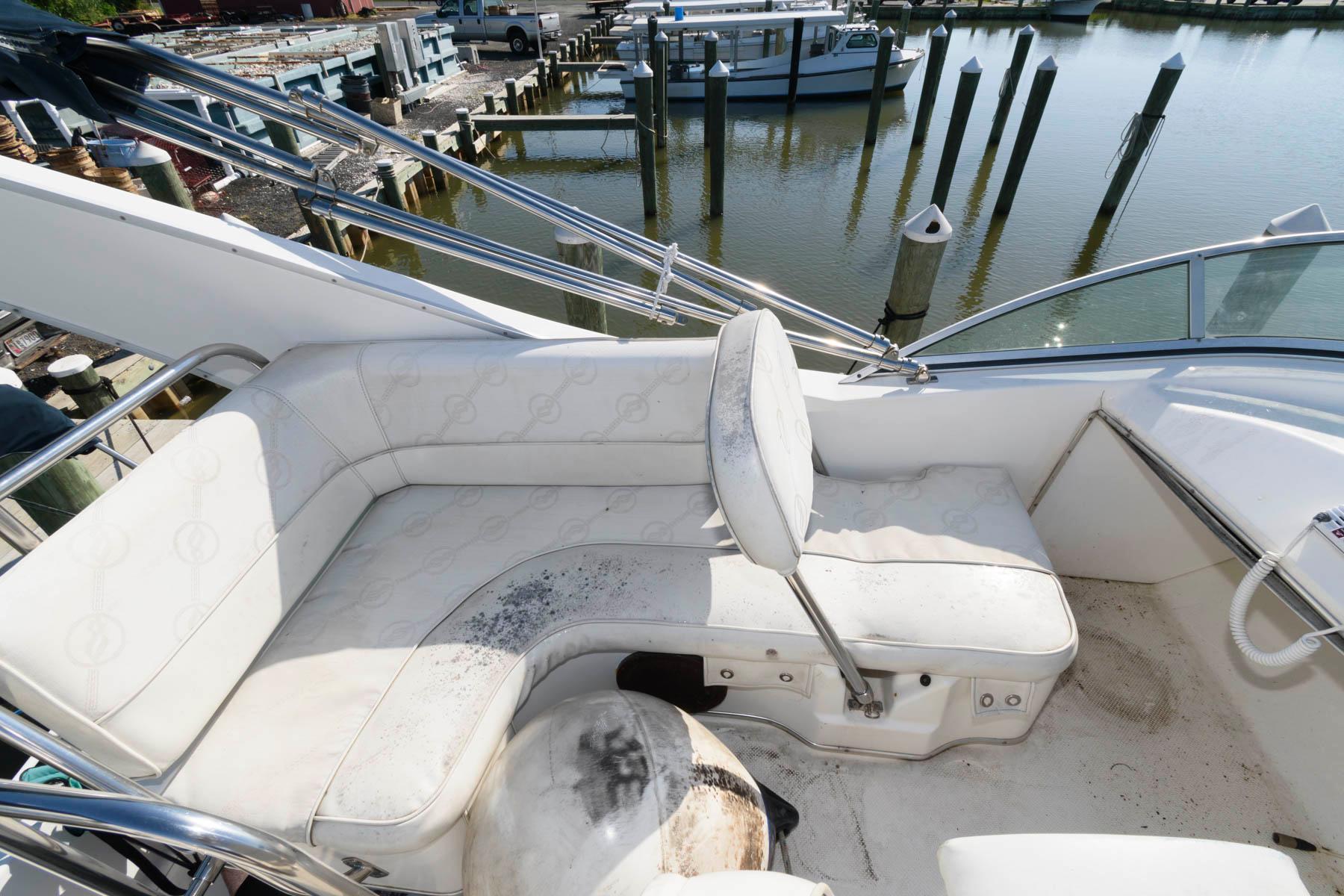 M 6110 BW Knot 10 Yacht Sales