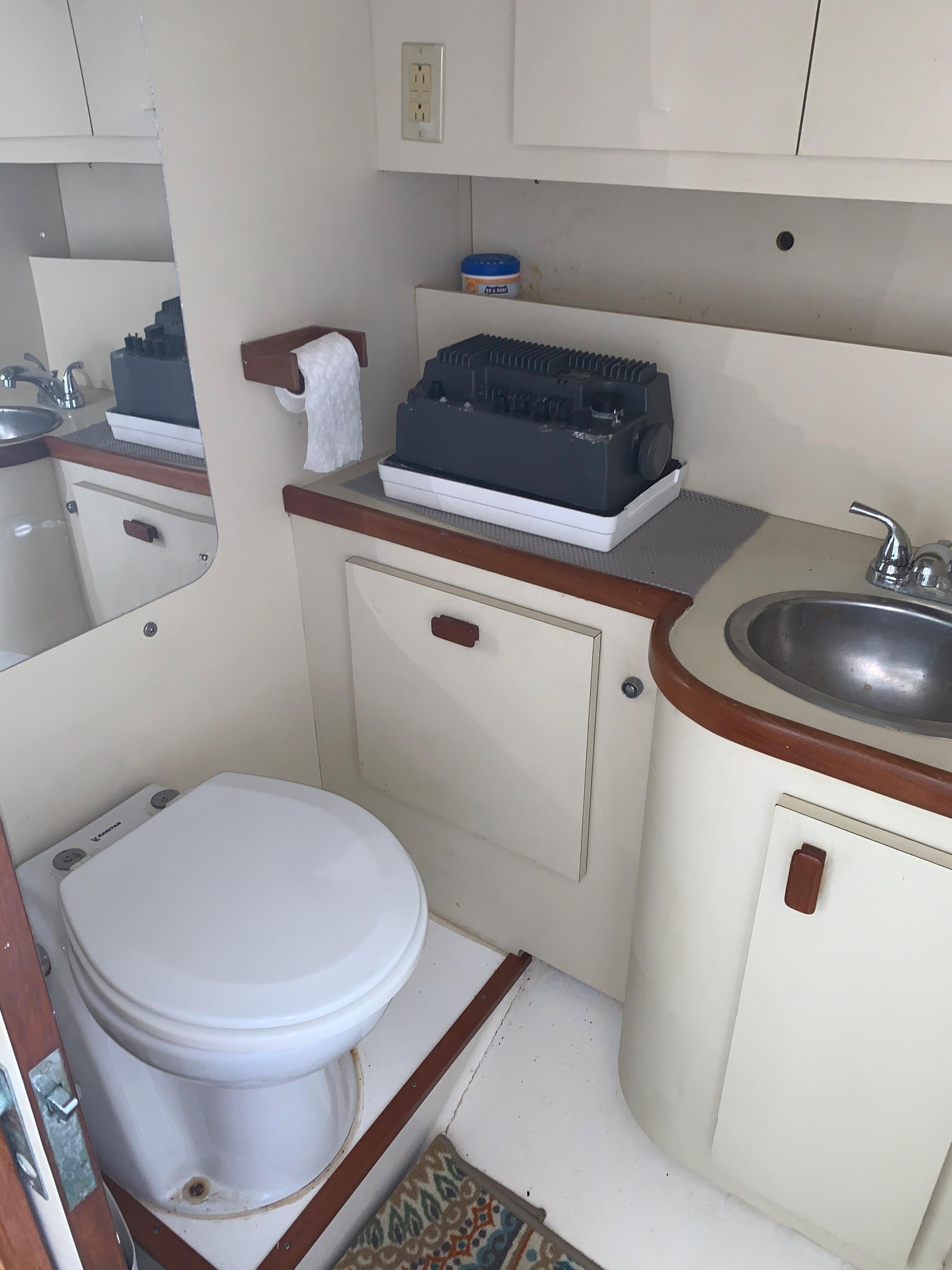 V 5721 BD Knot 10 Yacht Sales