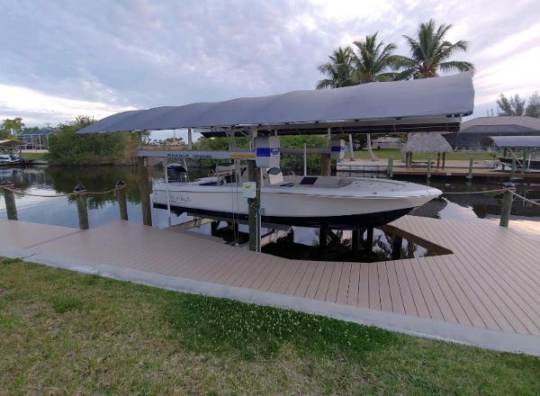 2019 Robalo 246 Cayman thumbnail