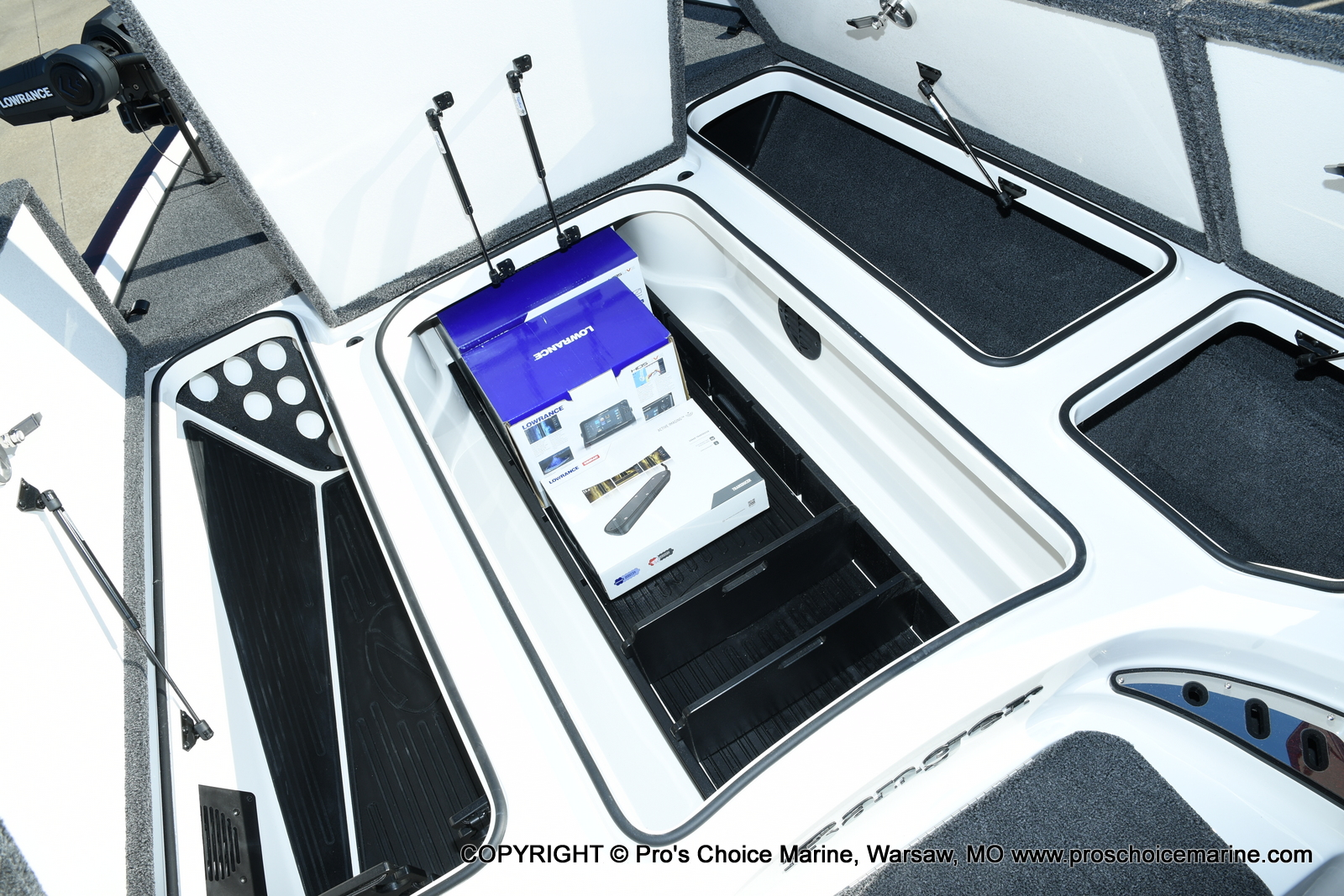 2021 Ranger Boats boat for sale, model of the boat is Z521C Ranger Cup Equipped DUAL CONSOLE & Image # 41 of 50