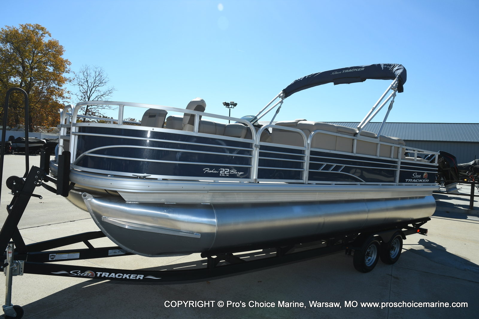 2021 Sun Tracker boat for sale, model of the boat is FISHIN BARGE 22 DLX & Image # 14 of 50