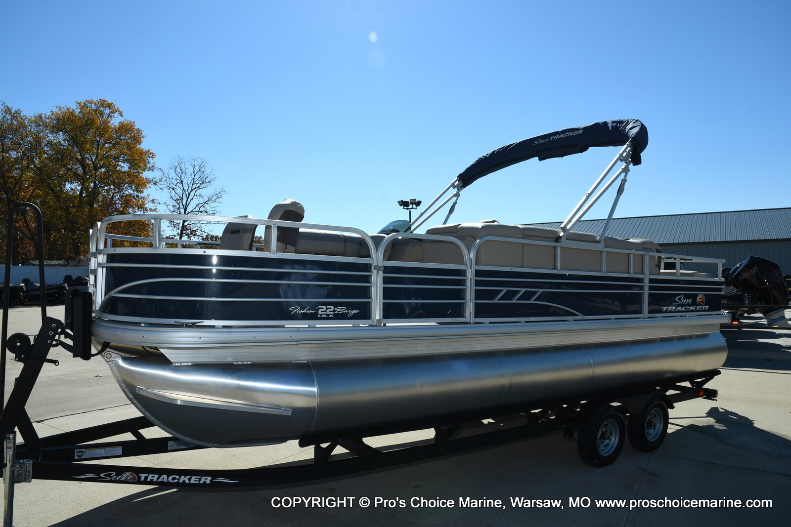 2021 Sun Tracker boat for sale, model of the boat is FISHIN BARGE 22 DLX & Image # 15 of 50
