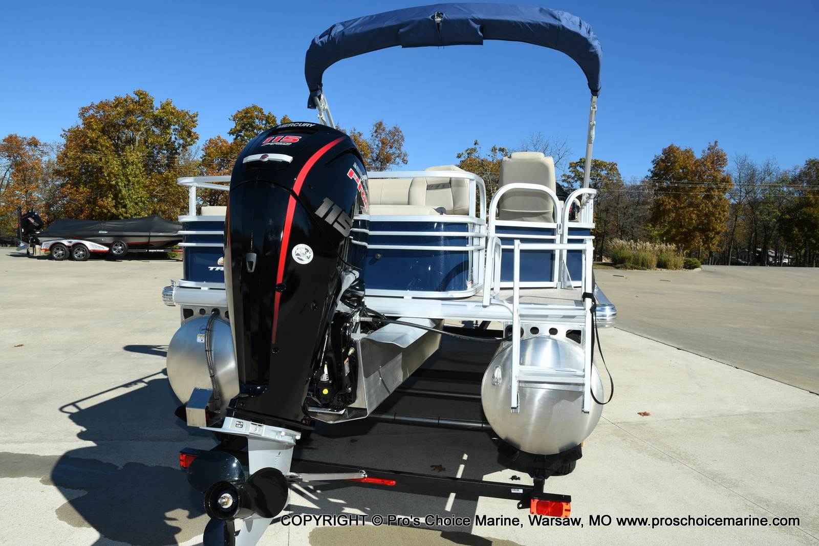 2021 Sun Tracker boat for sale, model of the boat is FISHIN BARGE 22 DLX & Image # 23 of 50