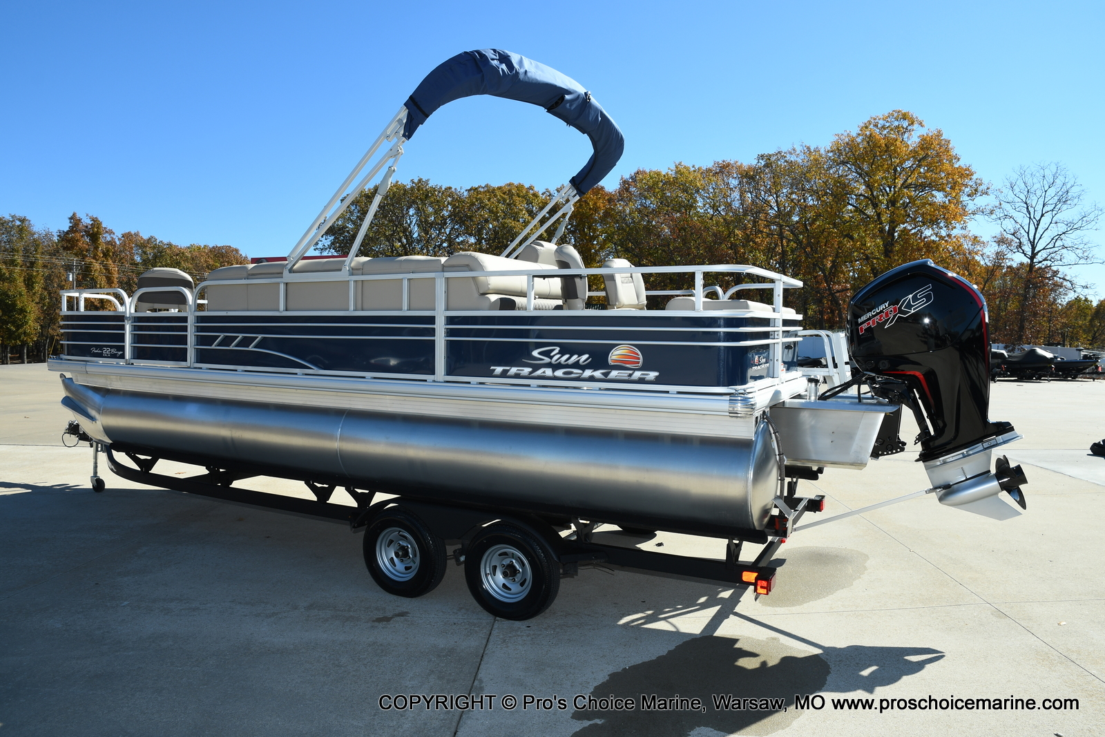 2021 Sun Tracker boat for sale, model of the boat is FISHIN BARGE 22 DLX & Image # 25 of 50