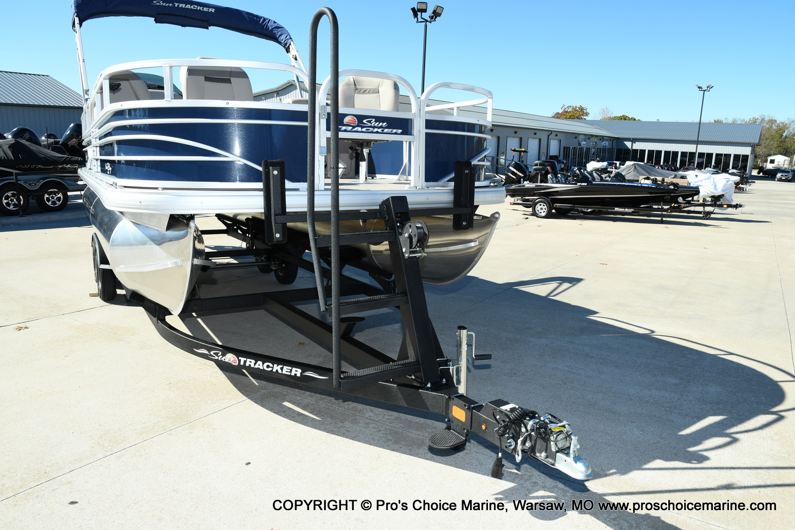 2021 Sun Tracker boat for sale, model of the boat is FISHIN BARGE 22 DLX & Image # 26 of 50