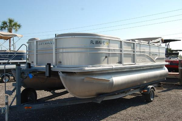 2016 Sylvan boat for sale, model of the boat is Mirage 8520 & Image # 2 of 11
