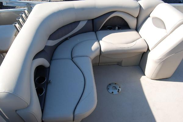 2016 Sylvan boat for sale, model of the boat is Mirage 8520 & Image # 6 of 11
