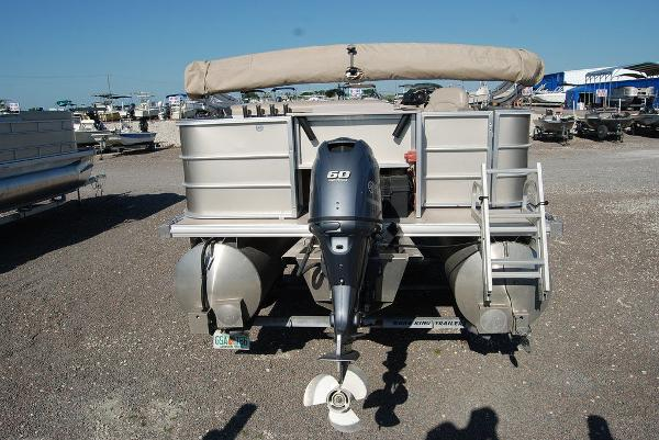2016 Sylvan boat for sale, model of the boat is Mirage 8520 & Image # 7 of 11