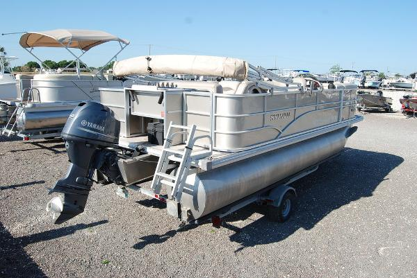 2016 Sylvan boat for sale, model of the boat is Mirage 8520 & Image # 8 of 11