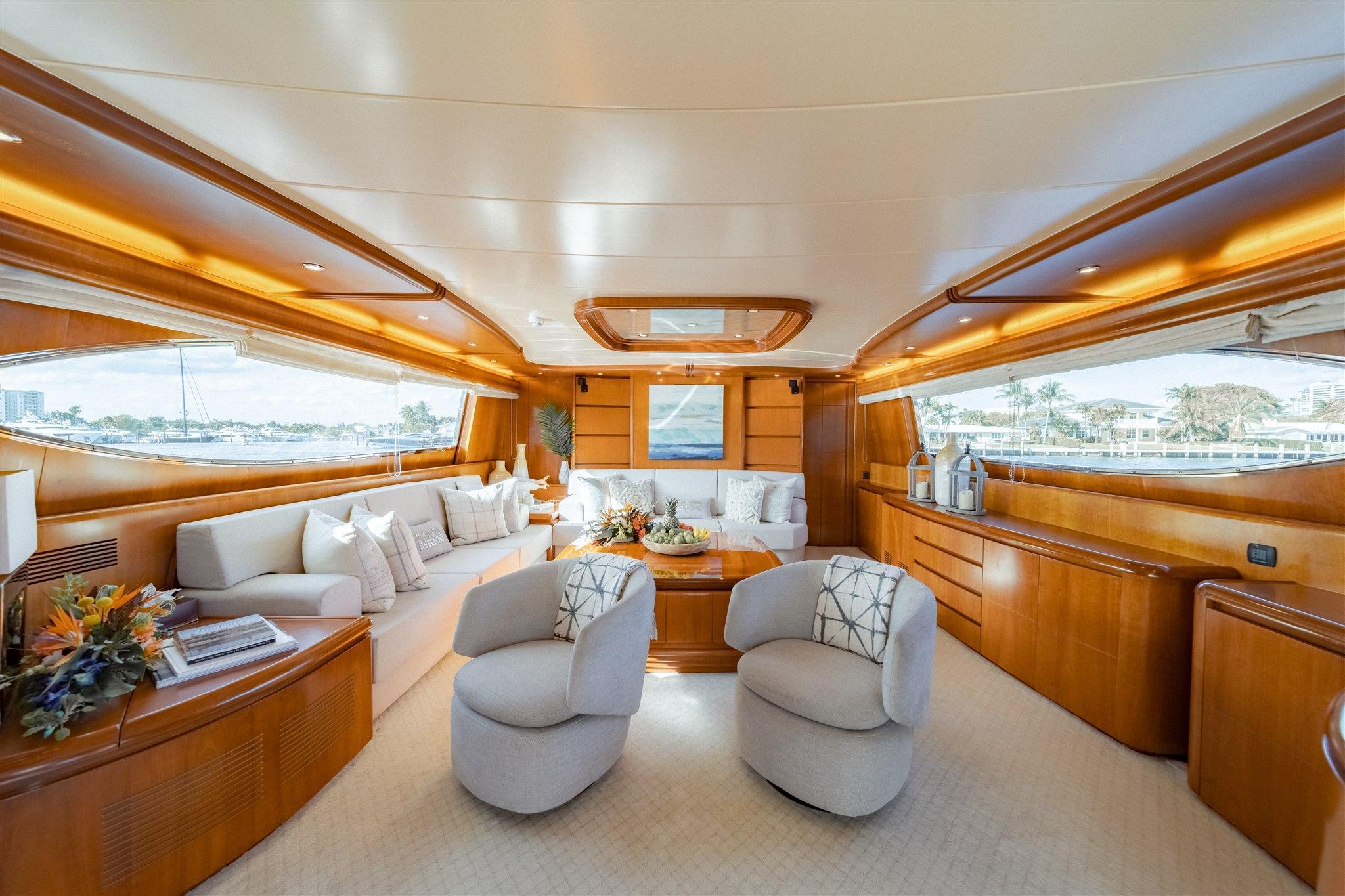 Maiora 96 Motor Yacht Salon