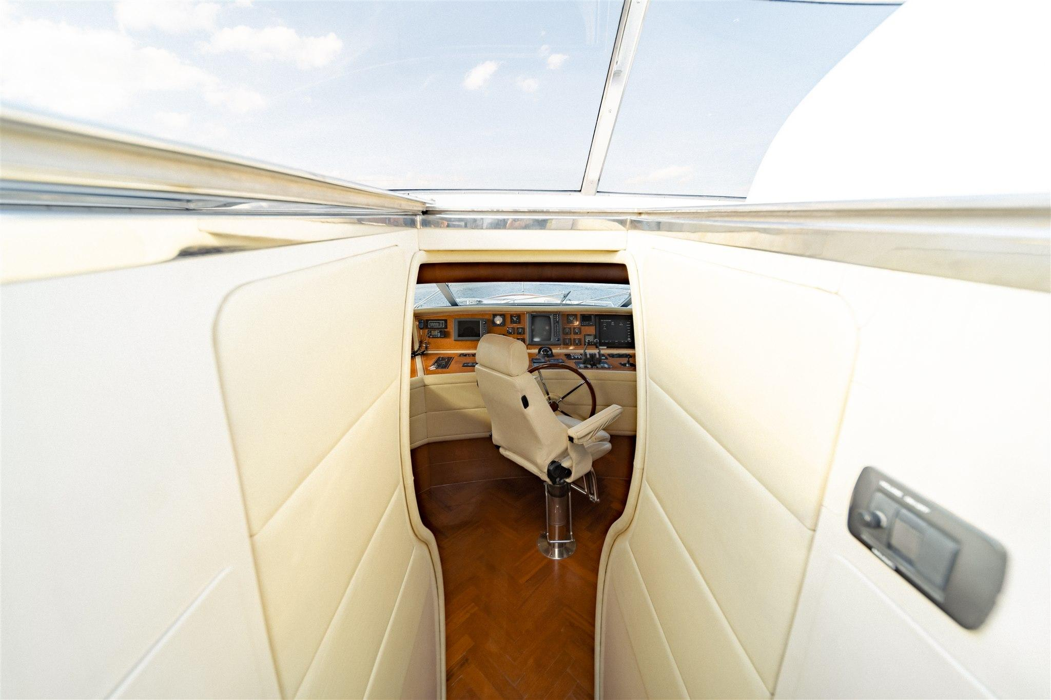 Maiora 96 Motor Yacht Bridge to Pilot House