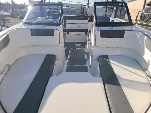2022 Bayliner boat for sale, model of the boat is VR5 Bowrider I/O & Image # 6 of 24