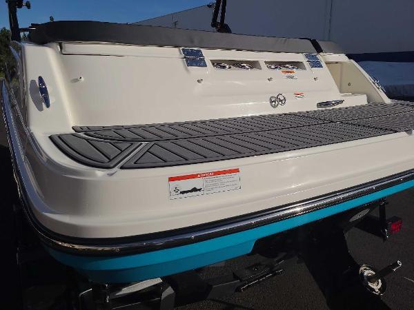 2022 Bayliner boat for sale, model of the boat is VR5 Bowrider I/O & Image # 4 of 24