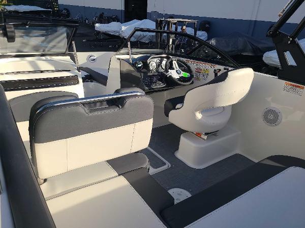 2022 Bayliner boat for sale, model of the boat is VR5 Bowrider I/O & Image # 5 of 24
