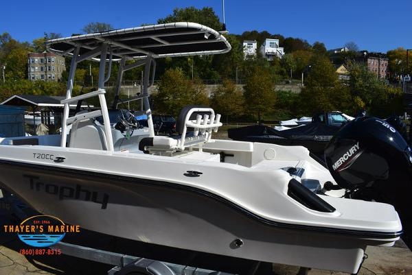 2021 Bayliner boat for sale, model of the boat is Trophy 20CC & Image # 4 of 48