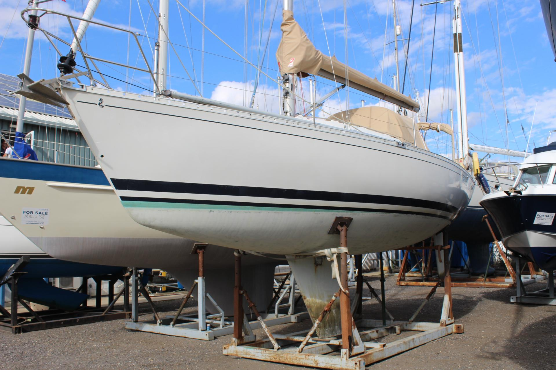 Beneteau First 325