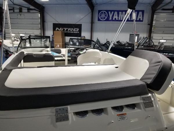 2021 Bayliner boat for sale, model of the boat is VR5 & Image # 2 of 9