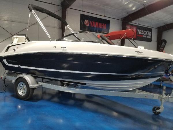 2021 Bayliner boat for sale, model of the boat is VR5 & Image # 3 of 9