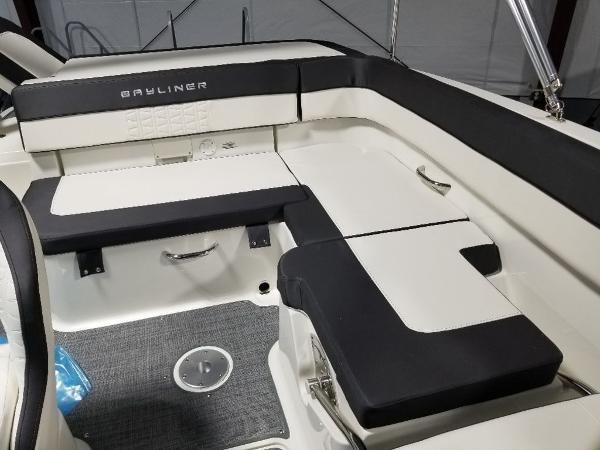 2021 Bayliner boat for sale, model of the boat is VR5 & Image # 5 of 9