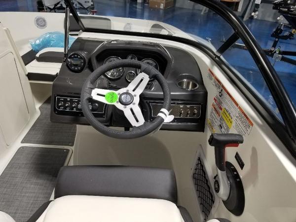 2021 Bayliner boat for sale, model of the boat is VR5 & Image # 6 of 9