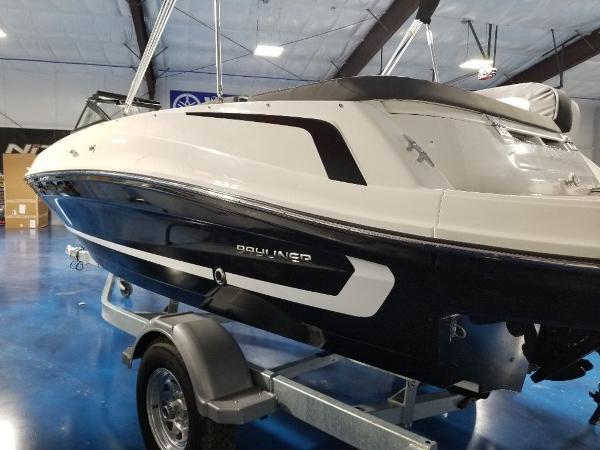 2021 Bayliner boat for sale, model of the boat is VR5 & Image # 8 of 9