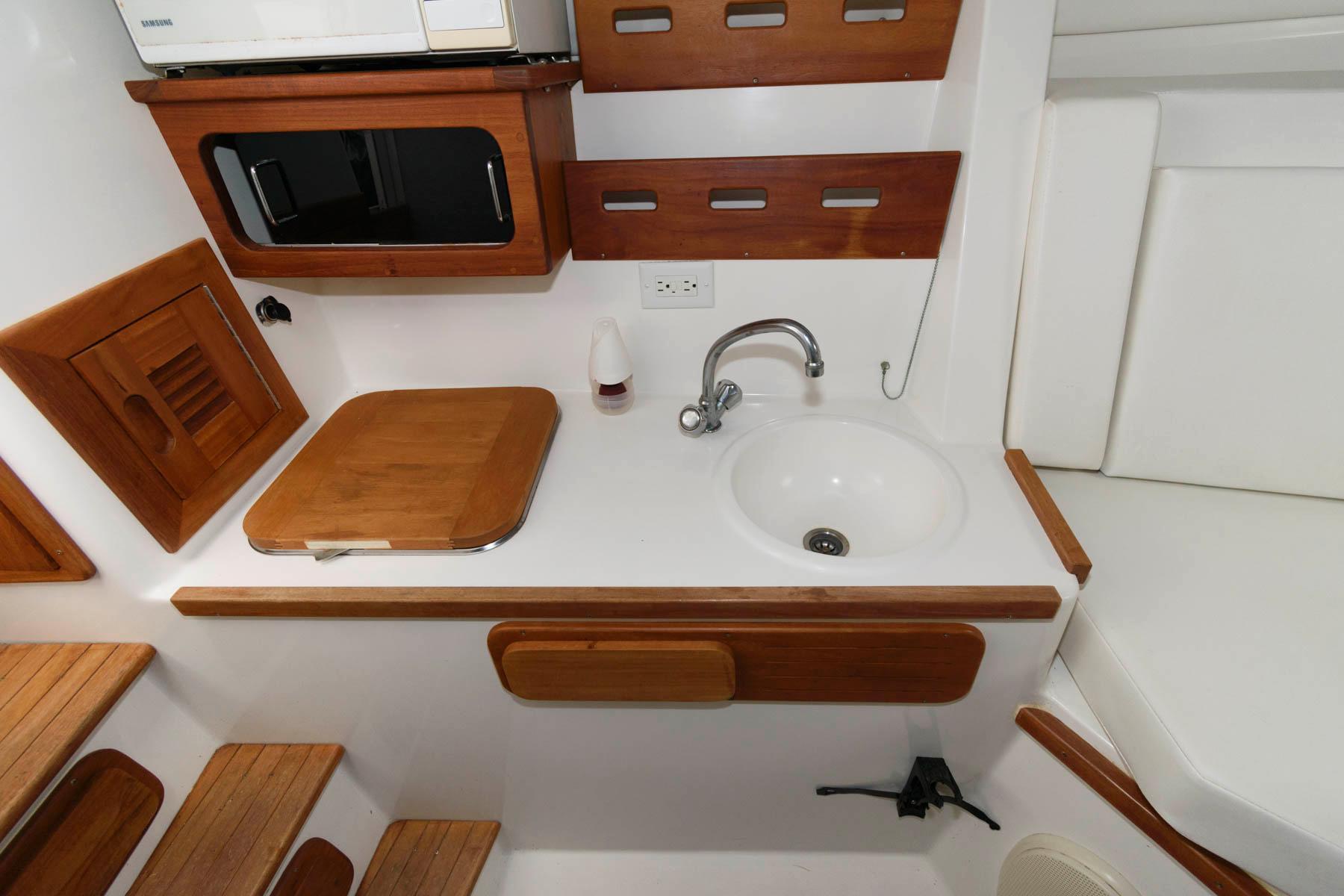 M 5950 JP Knot 10 Yacht Sales