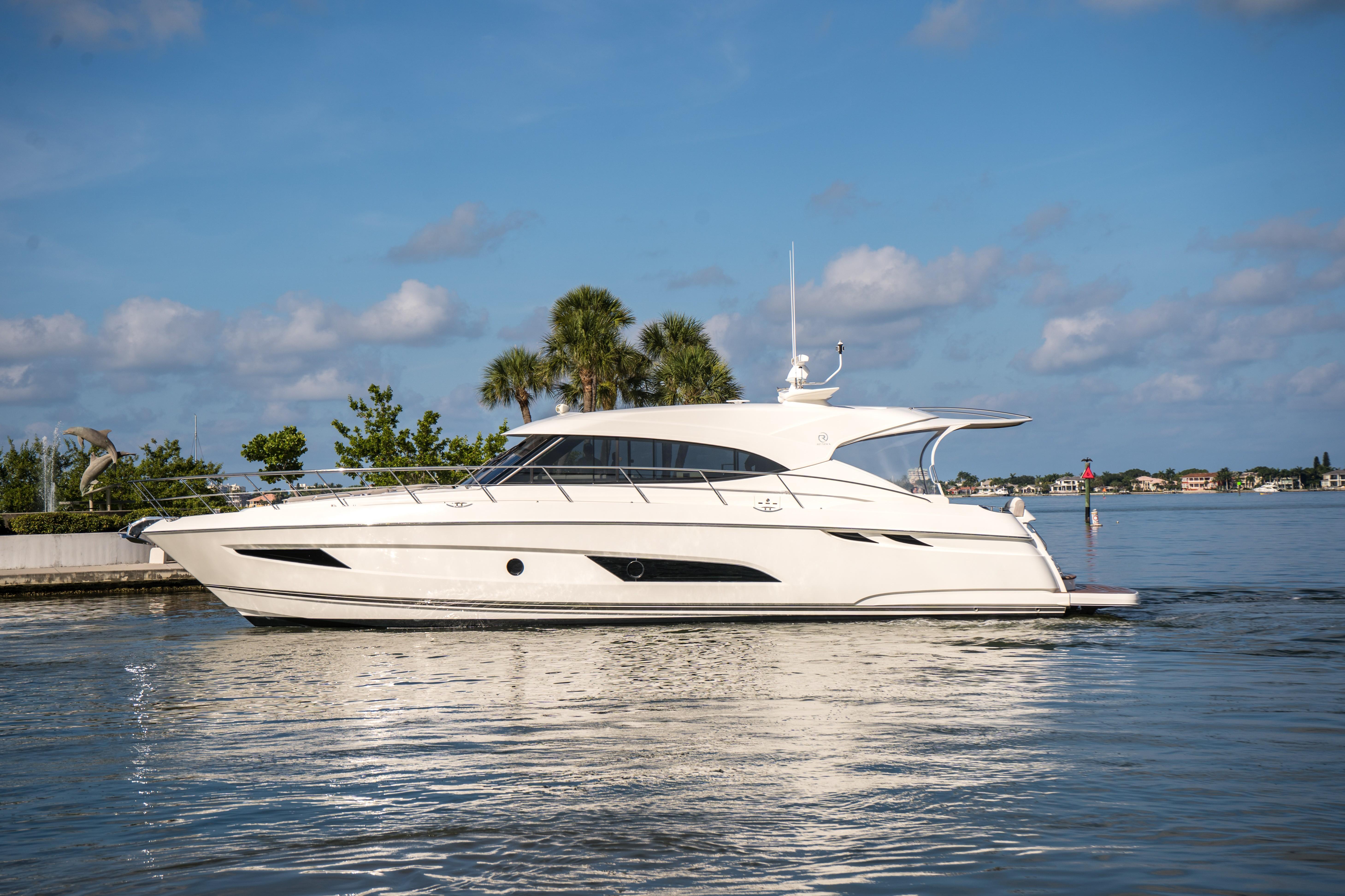 Riviera 5400 Sport Yacht M11