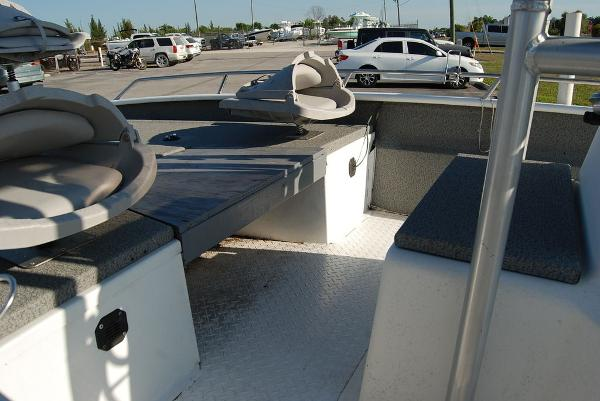 2000 Xpress boat for sale, model of the boat is JBC 21 & Image # 5 of 11