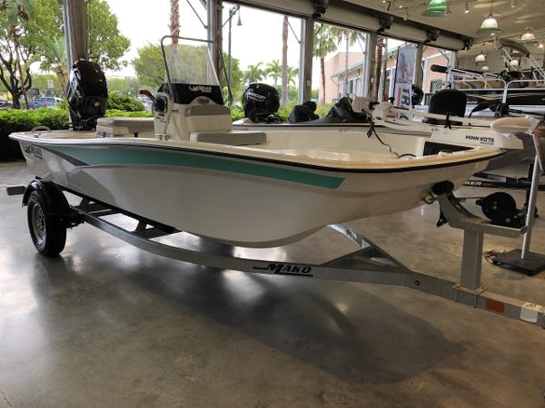 2022 Mako boat for sale, model of the boat is Pro Skiff 15 CC & Image # 1 of 49