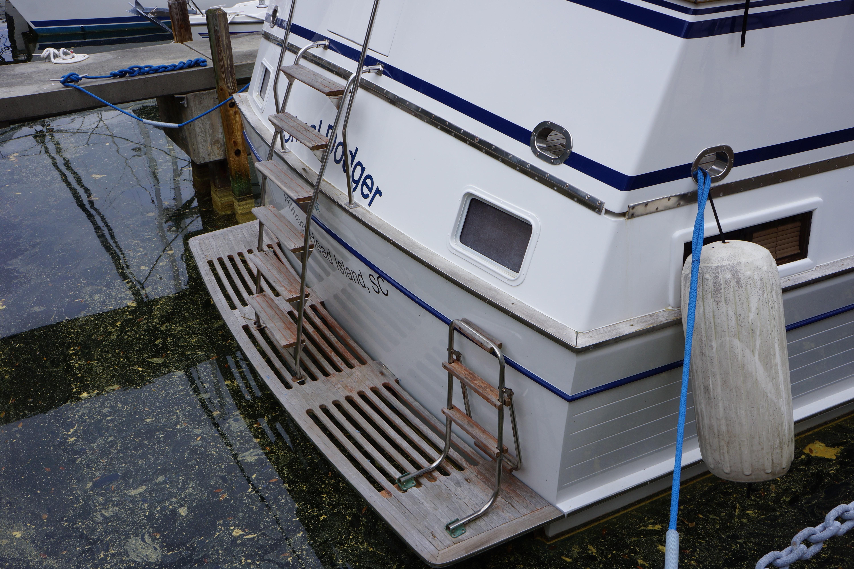 Marine Trader 43 LaBelle Trawler - 1983 marine trader 43 labelle aft quarter