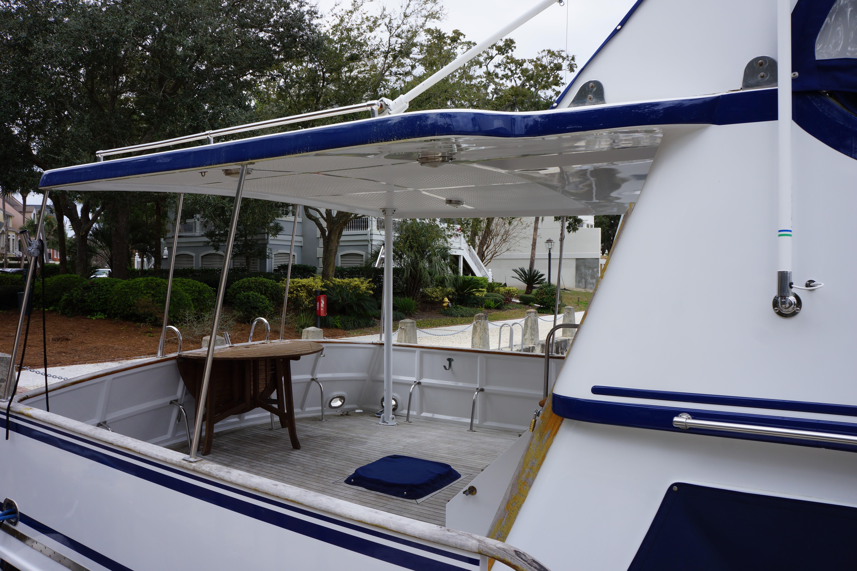 Marine Trader 43 LaBelle Trawler - hardtop sundeck