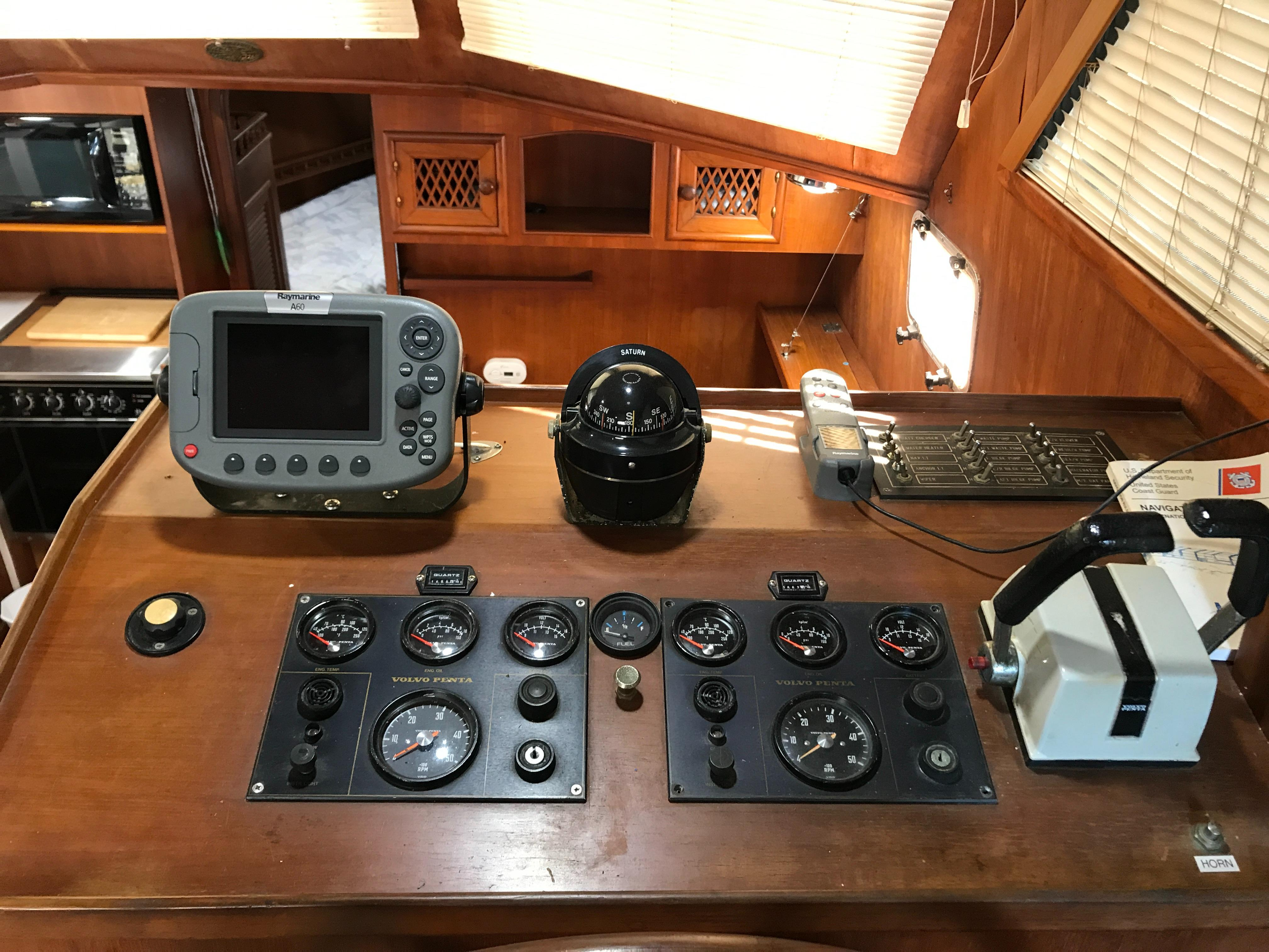 Marine Trader 43 LaBelle Trawler - lower helm
