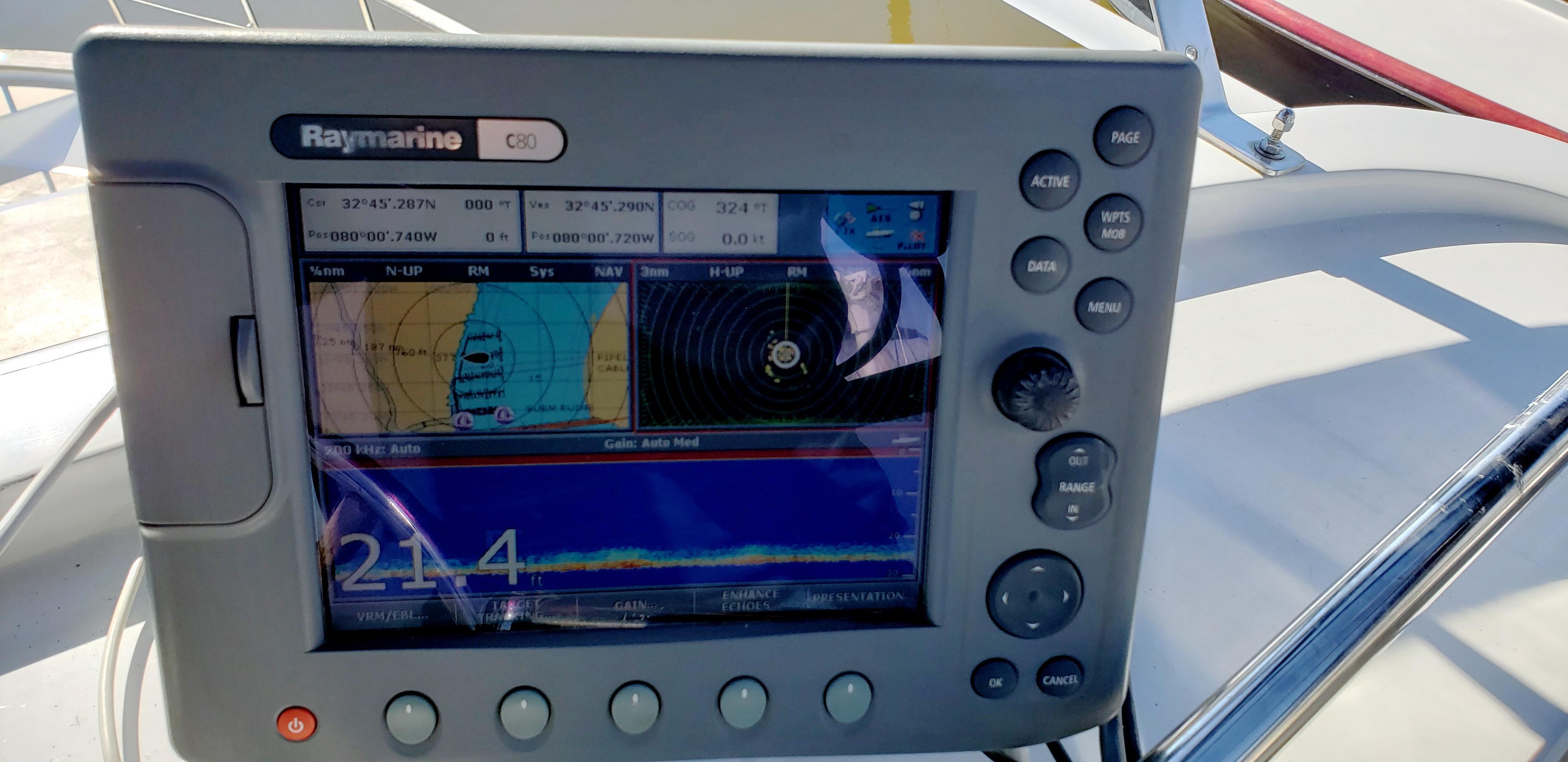 Marine Trader 43 LaBelle Trawler - Raymarine C80 plotter