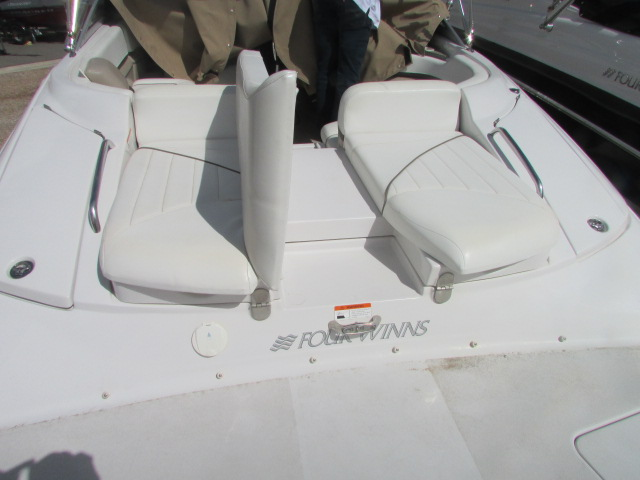 2005 Four Winns boat for sale, model of the boat is 230 Horizon & Image # 11 of 20