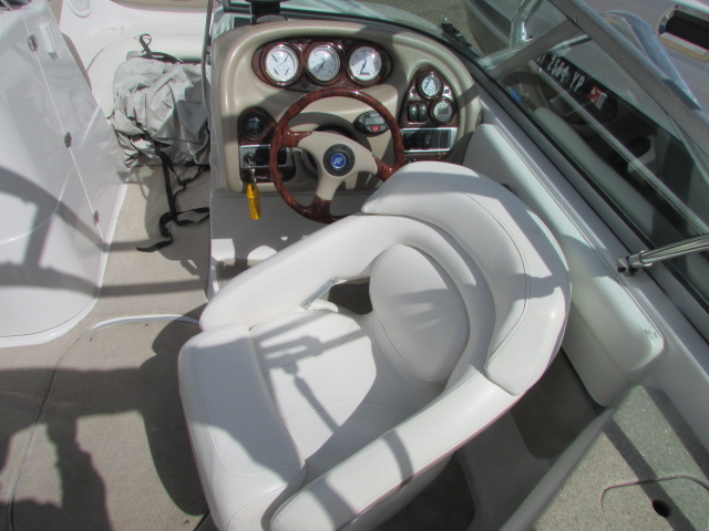 2005 Four Winns boat for sale, model of the boat is 230 Horizon & Image # 15 of 20