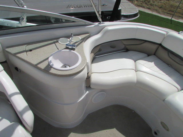 2005 Four Winns boat for sale, model of the boat is 230 Horizon & Image # 3 of 20