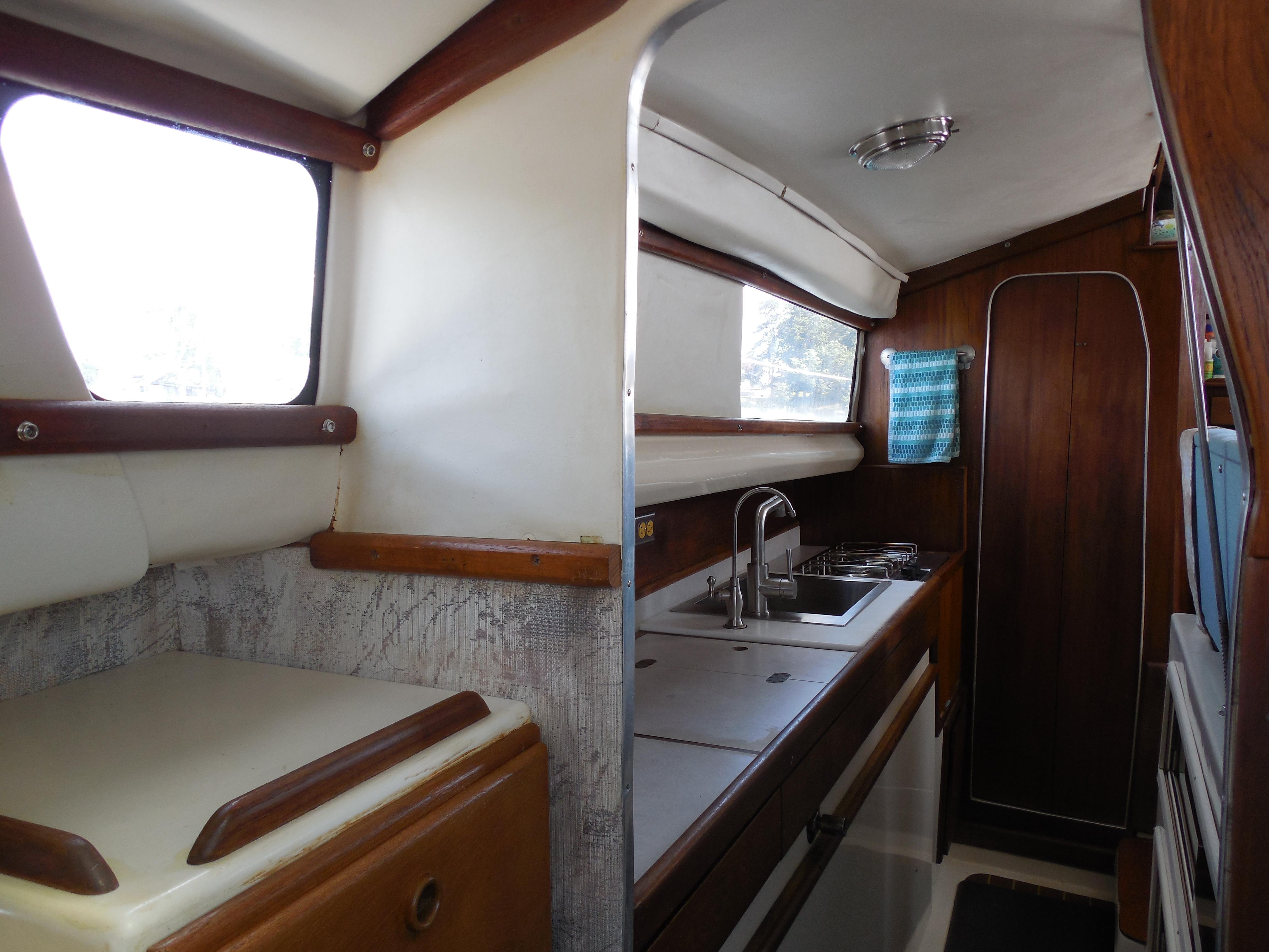 CT 6357 RL Knot 10 Yacht Sales