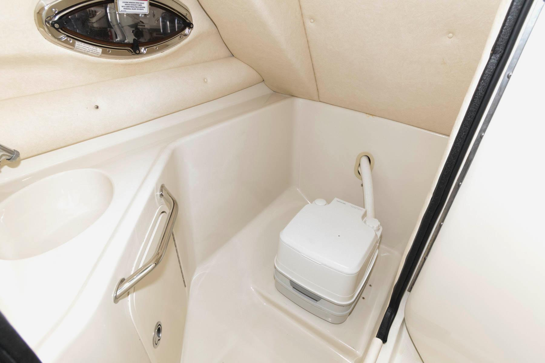 M 5732 TW Knot 10 Yacht Sales