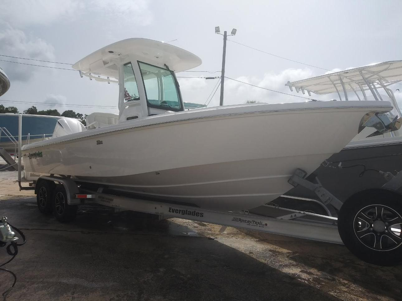2020 EVERGLADES BOATS 253CC (Located in NEW SMYRNA BEACH)