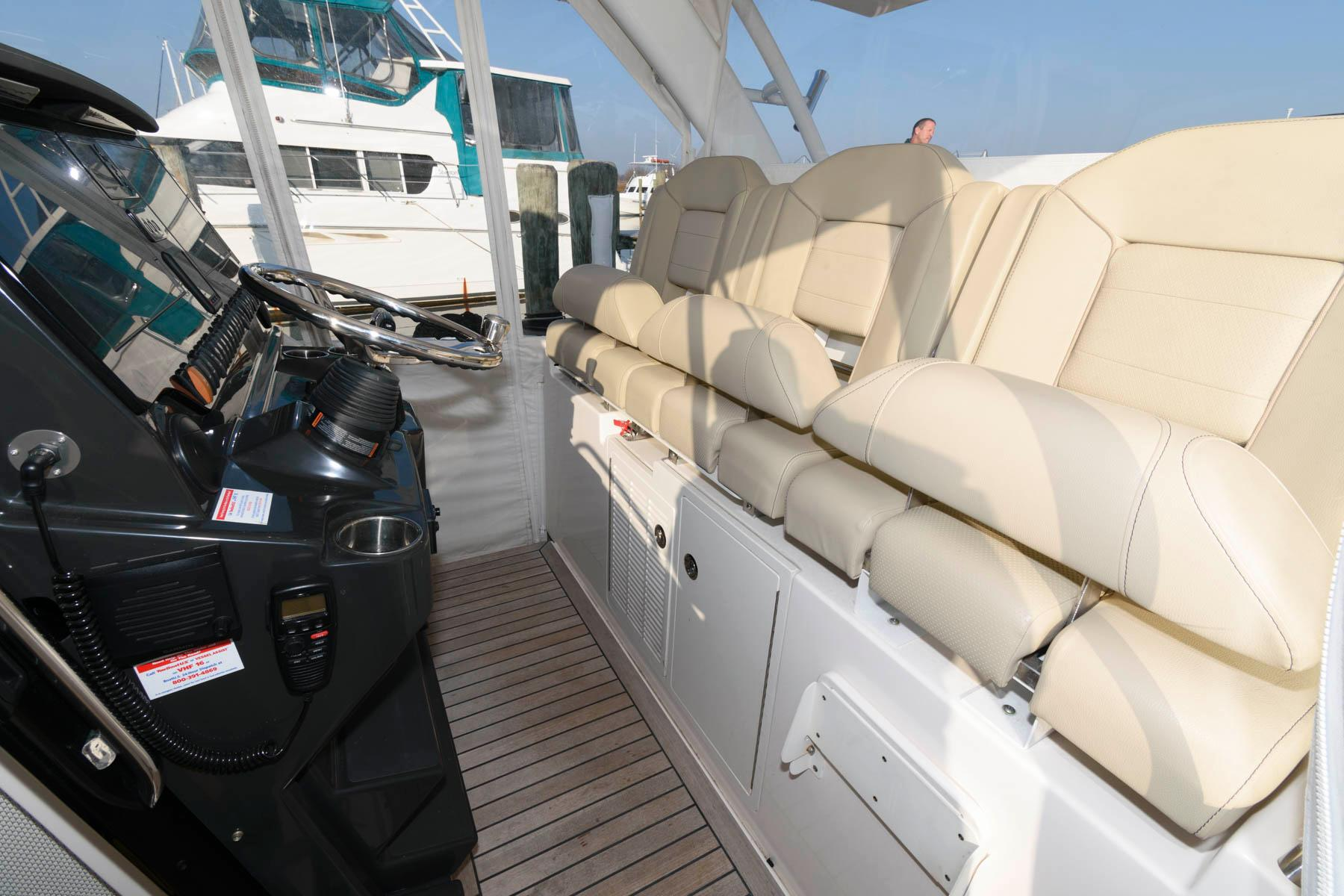 M 5877 PH Knot 10 Yacht Sales