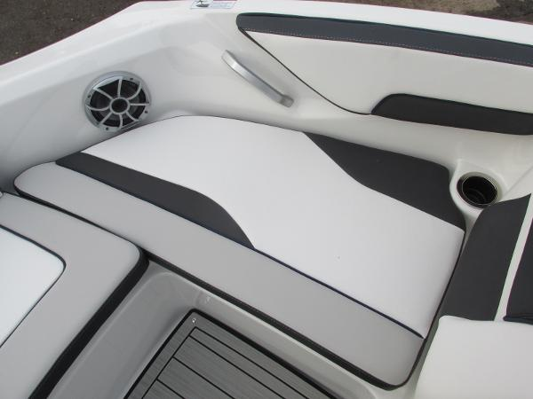 2021 Yamaha boat for sale, model of the boat is 195S & Image # 12 of 37