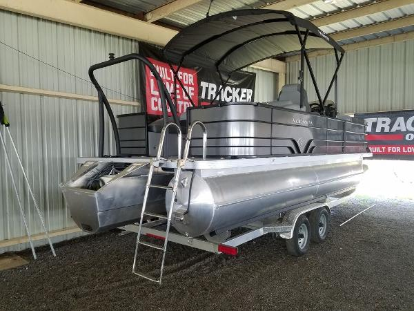 2021 Veranda boat for sale, model of the boat is VR22RFL Luxury Package Tri-Toon & Image # 5 of 10