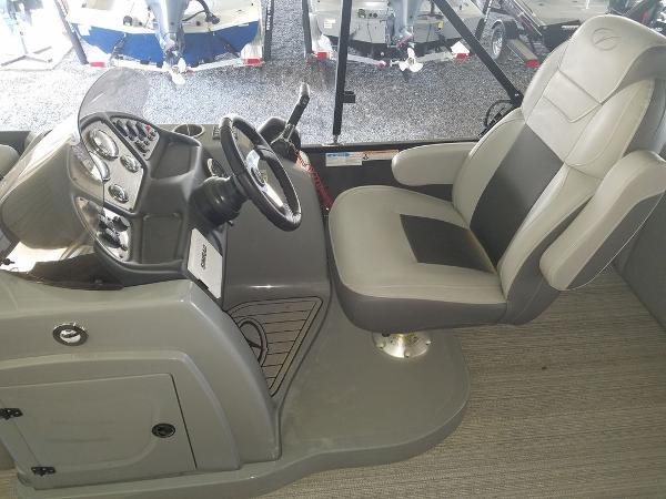 2021 Veranda boat for sale, model of the boat is VR22RFL Luxury Package Tri-Toon & Image # 7 of 10
