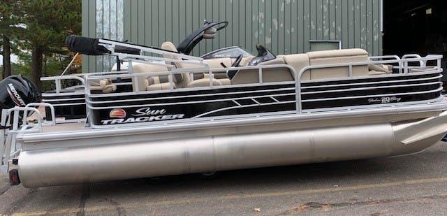 Sun Tracker Fishin Barge 20Dlx