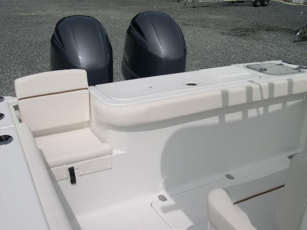 Gamefish 27 Forward Seat Photo 39
