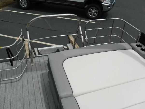 2021 Godfrey Pontoon boat for sale, model of the boat is SW 2286 SFL GTP 27 in. & Image # 12 of 43
