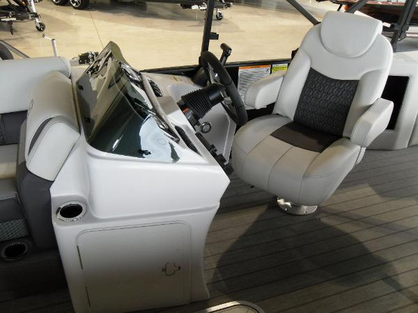 2021 Godfrey Pontoon boat for sale, model of the boat is SW 2286 SFL GTP 27 in. & Image # 20 of 43